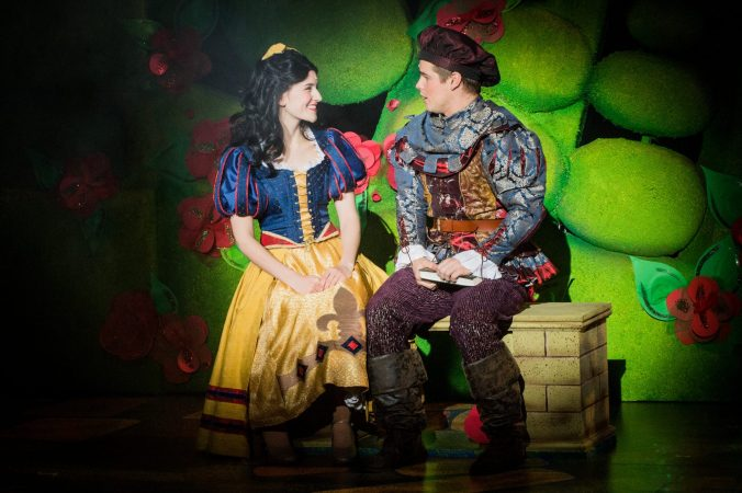 Megan-Bancroft-Alex-Green-Snow-White-and-the-Seven-Dwarfs-Photo-by-Robert-Workman